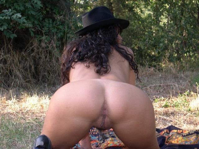 Фото итальянок с голыми жопами