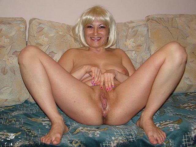 больше тети роздвигают ножки порно фото
