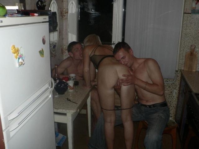 порно пьяная жена с друзьями