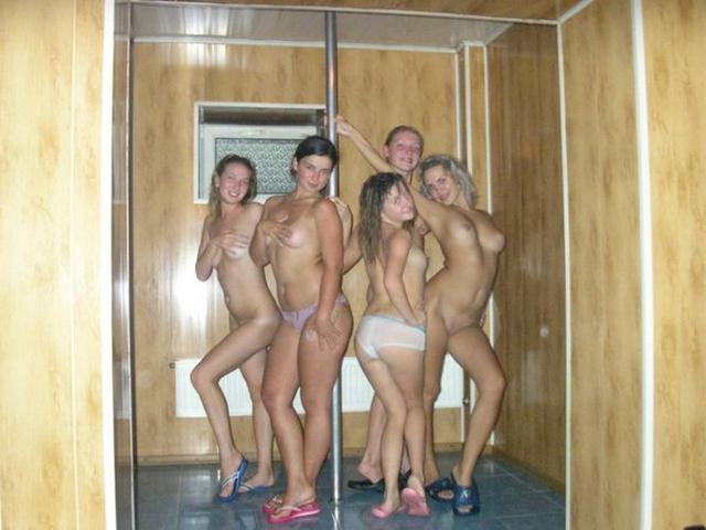 смотреть девишники в сауне голые фото