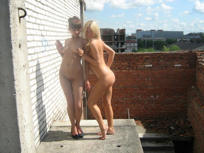 голые девушки на стройке фото