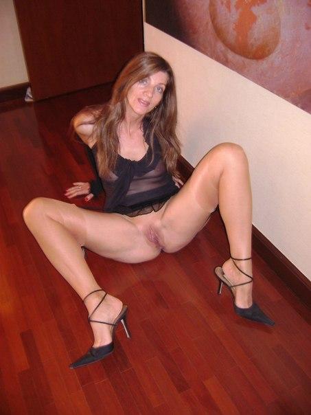 razdvinula-nogi-shlyuha