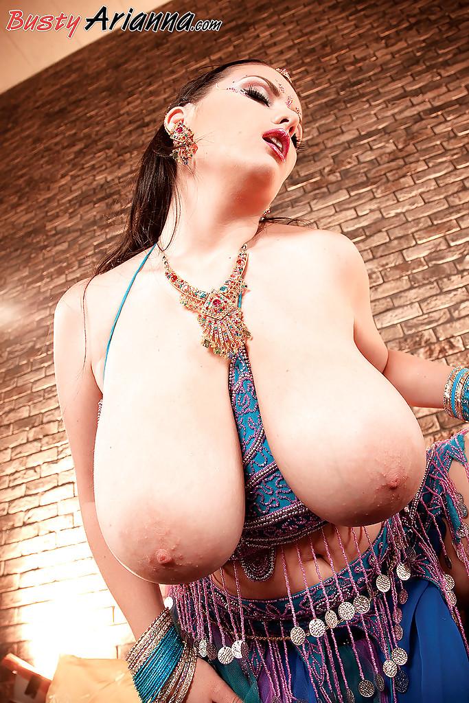 арабка с большой грудью порно фото